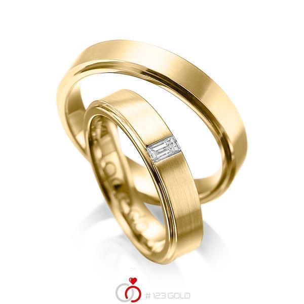 Paar klassische Trauringe/Eheringe in aussen Gelbgold 585 , innen Gelbgold 585 mit zus. 0,12 ct. Baguette-Diamant tw, vs von acredo - A-1054-11