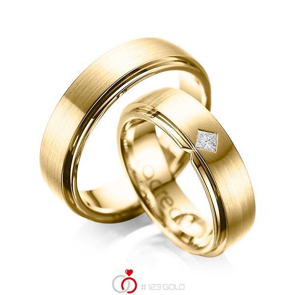 Paar klassische Trauringe/Eheringe in außen Gelbgold 585 , innen Gelbgold 585 mit zus. 0,1 ct. Prinzess-Diamant tw, si von acredo - A-1061-8